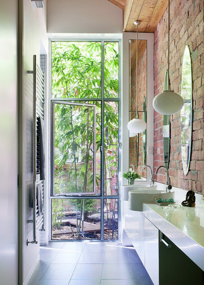 Industrial Bathroom by bg architecture