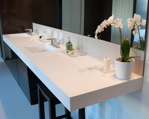 Warm modern bathroom houston interior design for Bathroom interior design houston