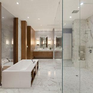 Genial Idées Déco Pour Une Très Grande Salle De Bain Principale Moderne Avec Un  Placard à Porte