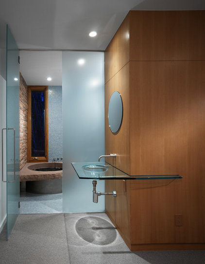 Contemporary Bathroom by roth sheppard architects