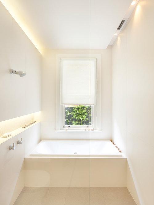 Contemporary bathroom idea in Sydney
