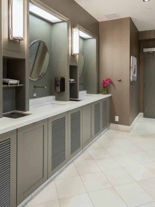 Salles de bains et wc industriels avec un placard porte - Porte de placard salle de bain ...