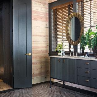 Ejemplo de cuarto de baño principal, rural, de tamaño medio, con armarios tipo mueble, puertas de armario negras, lavabo bajoencimera, encimera de mármol, encimeras blancas, paredes beige, suelo con mosaicos de baldosas y suelo marrón