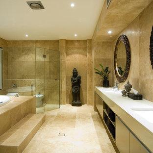 Diseño de cuarto de baño principal, asiático, grande, con lavabo bajoencimera, encimera de cuarzo compacto, ducha doble, bidé y suelo de mármol