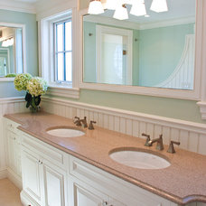 Traditional Bathroom by 1 plus 1 design