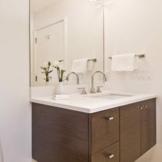 Modern Bathroom by S.M. CONTRACTING INC