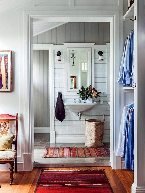 Landhausstil badezimmer mit wandwaschbecken design ideen for Queenslander bathroom designs