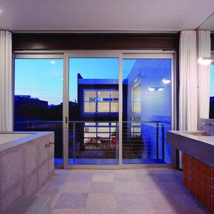 Diseño de cuarto de baño moderno con encimera de cemento