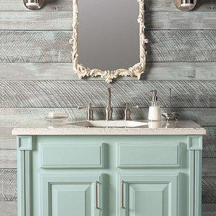 Idéer för att renovera ett litet shabby chic-inspirerat badrum, med luckor med upphöjd panel, blå skåp och grå väggar