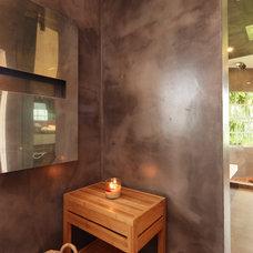 Contemporary Bathroom by Top Ciment USA
