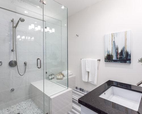 Salle de bain avec un sol en linol um et une douche l - Taille douche a l italienne ...