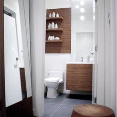Modern Bathroom by Gaile Guevara