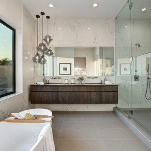 Immagine di una stanza da bagno padronale design con ante lisce, ante in legno bruno, piastrelle bianche, lavabo sottopiano, pavimento grigio e porta doccia a battente