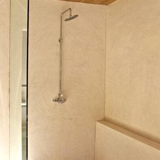 На фото: большая главная ванная комната в современном стиле с фасадами с утопленной филенкой, искусственно-состаренными фасадами, отдельно стоящей ванной, душем без бортиков, унитазом-моноблоком, серой плиткой, керамогранитной плиткой, белыми стенами, полом из терраццо, врезной раковиной и мраморной столешницей с