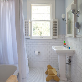 Example of a classic kids' subway tile bathroom design in Minneapolis