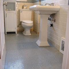 traditional bathroom by Thomas Fine, CGR, GMB & CGP