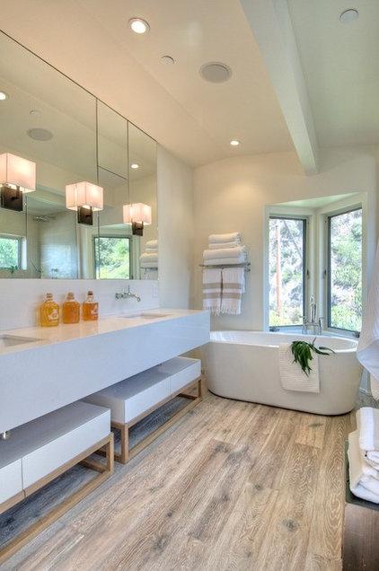 Modern Bathroom by Martin Kobus Home