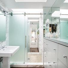 Modern Bathroom by Virtus Design