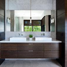 Contemporary Bathroom by Claudia Leccacorvi