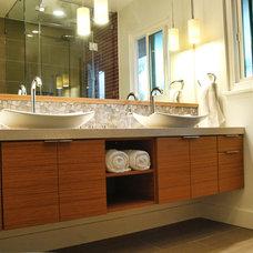 Modern Bathroom by CRAFT Design-Build
