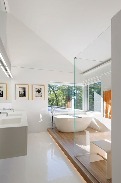 Contemporary Bathroom by Fougeron Architecture FAIA