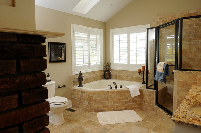 Traditional Bathroom by LOSCOMBE CUSTOM HOMES, INC.