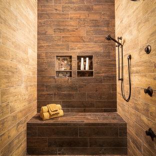 Ejemplo de cuarto de baño principal, rústico, grande, sin sin inodoro, con ducha con puerta con bisagras