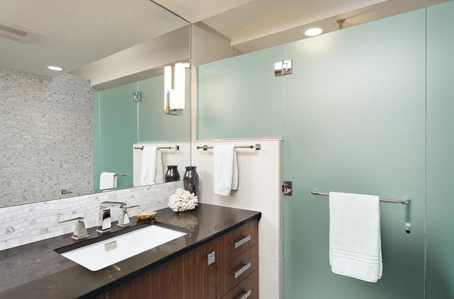 Modern Bathroom by The Neil Kelly Company