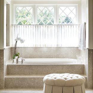 Свежая идея для дизайна: главная ванная комната среднего размера в классическом стиле с бежевой плиткой, бежевыми стенами, полом из известняка, фасадами с утопленной филенкой и плиткой из известняка - отличное фото интерьера