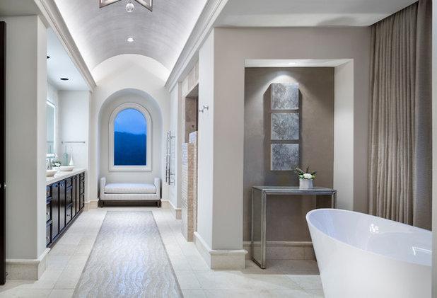 トランジショナル 浴室 by JAUREGUI Architecture Interiors Construction