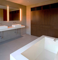 modern bathroom by Specht Harpman