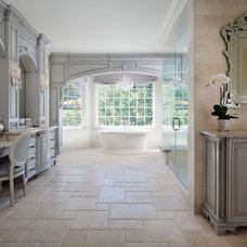 Traditional Bathroom by MODEL DESIGN INC.