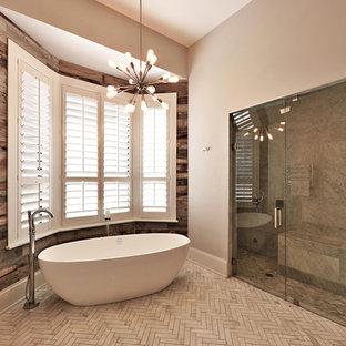 Ispirazione per una grande sauna minimal con consolle stile comò, ante in legno bruno, vasca freestanding, WC sospeso, pareti grigie, pavimento in marmo e lavabo a colonna