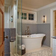 Craftsman Bathroom by Zahn Builders Inc.