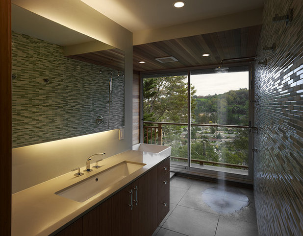 Modern Bathroom by AT6 Architecture : Design Build