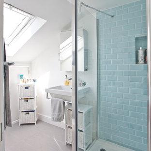 Exemple d'une salle de bain bord de mer.