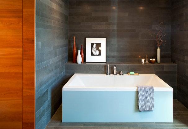 Modern Bathroom by BattersbyHowat Architects
