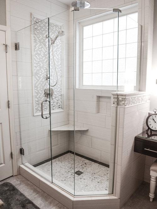 Petite salle de bain avec un placard en trompe l 39 oeil - Trompe l oeil salle de bain ...
