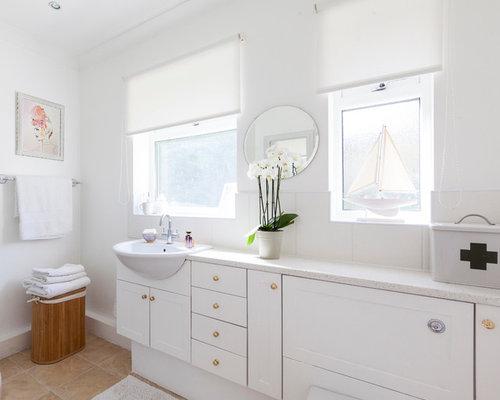 Bathroom Design Ideas, Remodels & Photos with Laminate Countertops and Linoleum Floors
