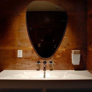 Modelo de cuarto de baño contemporáneo, de tamaño medio, con lavabo de seno grande, encimera de cemento y baldosas y/o azulejos marrones