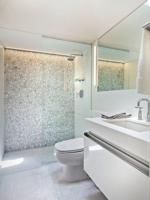 Petite salle de bain avec un wc poser photos et id es for Toilette petite surface