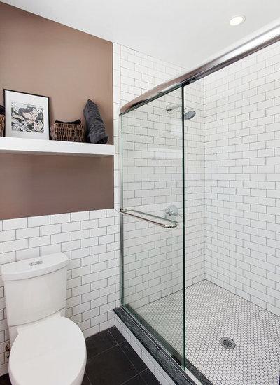 10 ideen die jedes halbhoch geflieste bad aufpeppen. Black Bedroom Furniture Sets. Home Design Ideas