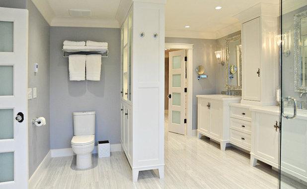 Klassisch Badezimmer by Enviable Designs Inc.