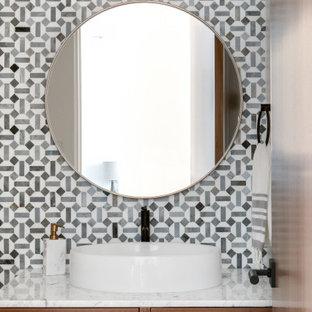 Foto på ett 50 tals badrum