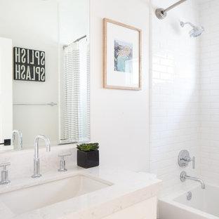 Inspiration pour une petit salle de bain traditionnelle avec un placard à porte shaker, des portes de placard blanches, un WC séparé, un carrelage blanc, des carreaux de céramique, un mur blanc, un sol en linoléum, un lavabo encastré, un plan de toilette en surface solide, un sol turquoise et une cabine de douche à porte battante.