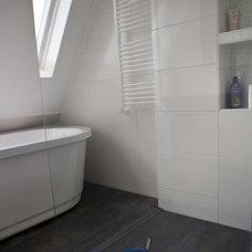 Modern Bathroom White vs Concrete