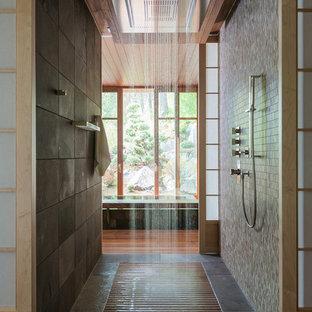 Ejemplo de cuarto de baño actual con ducha abierta y ducha abierta