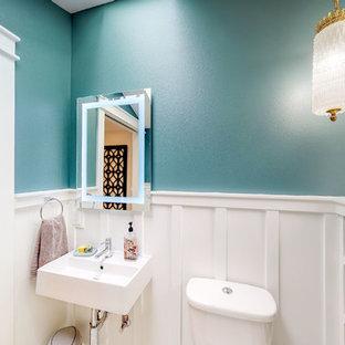 Esempio di una piccola stanza da bagno country con pareti verdi, pavimento in cementine, lavabo sospeso e pavimento verde