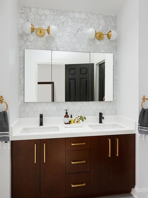 klassische badezimmer mit dunklen holzschr nken design. Black Bedroom Furniture Sets. Home Design Ideas