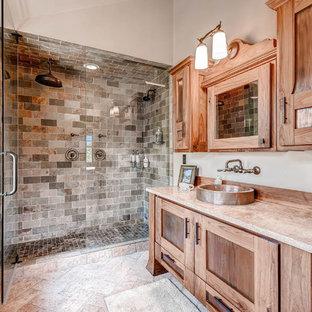 Ispirazione per una grande stanza da bagno padronale stile rurale con ante con riquadro incassato, ante in legno scuro, doccia doppia, piastrelle multicolore, pareti bianche, lavabo a bacinella, porta doccia a battente e pavimento bianco